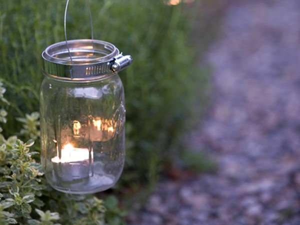 Petreceri luminate la iarbă verde