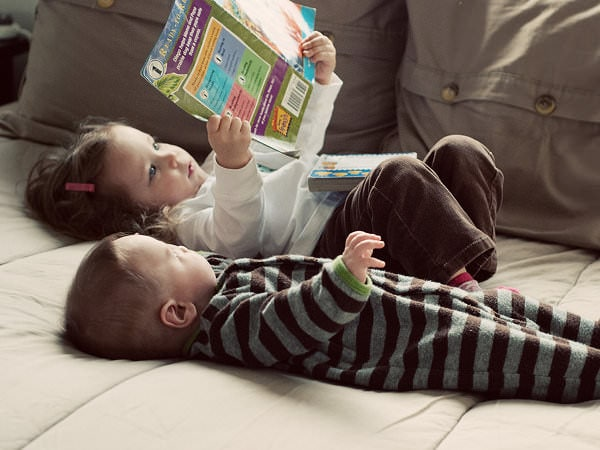 Cum îi înveți pe copii să îndrăgească lectura