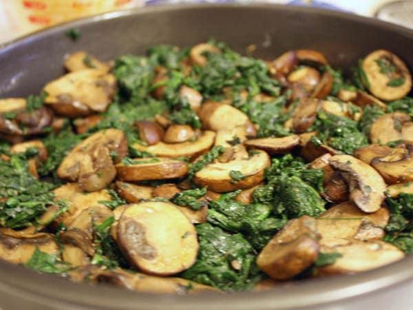 Mâncare de spanac cu ciuperci (de la 9 luni)