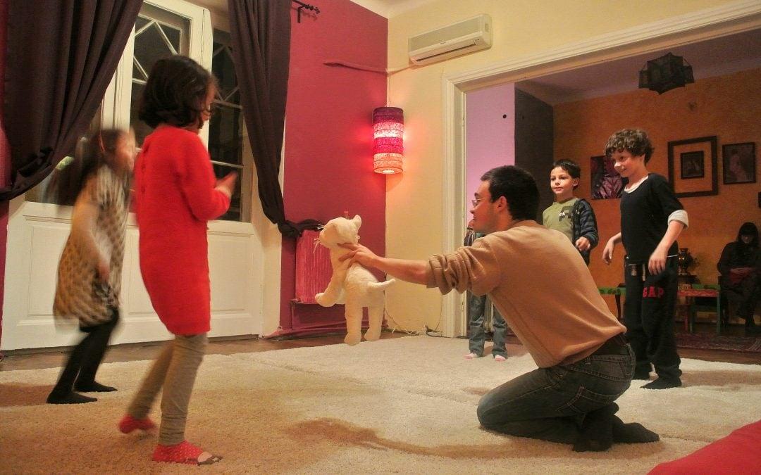 Ce povești se spun la atelierul de improvizație Improvestea