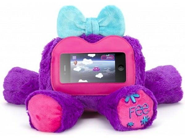 Pe timp de zi e iPhone, când sunt copii în preajmă e jucărie de pluș