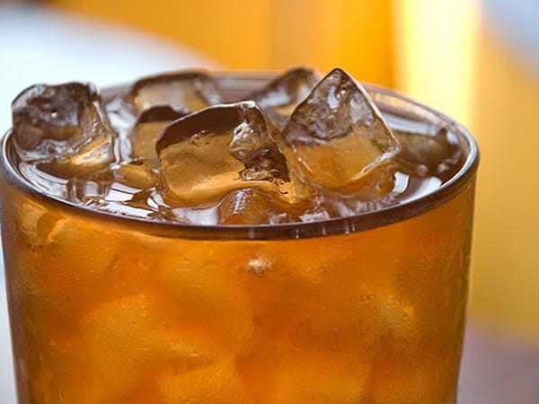 3 ceaiuri din plante și de ce ar trebui să le bem vara