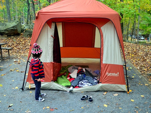 Sfaturi pentru vacanțele la cort cu familia