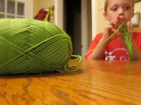Cum tricotezi cu degetele