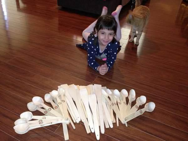Lingurile de lemn prind viață
