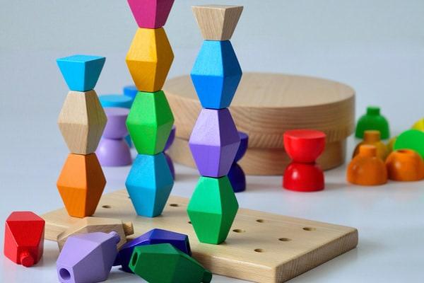 Variantele pentru copii ale sculpturilor lui Brâncuși au nevoie de susținere