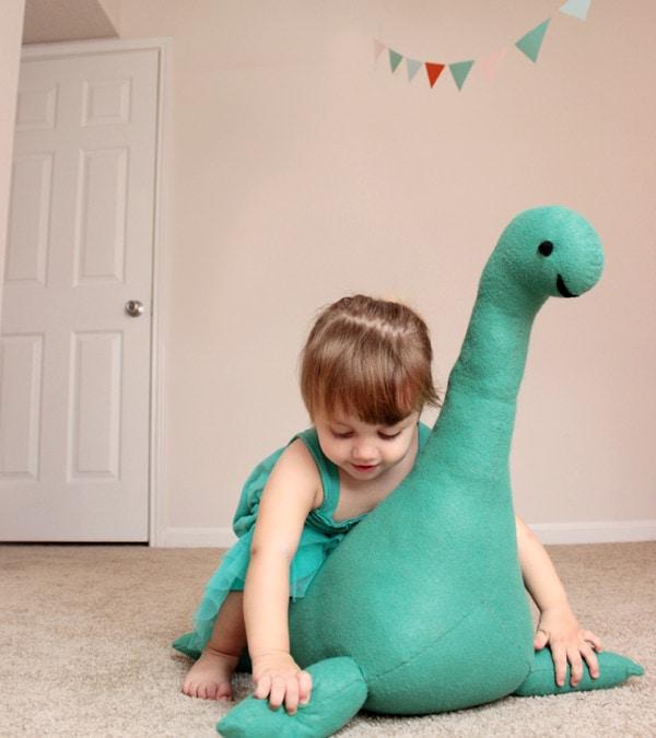 DIY – Monstrul din Loch Ness e prietenos și vrea la joacă