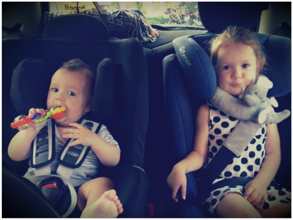 Copiii in masina