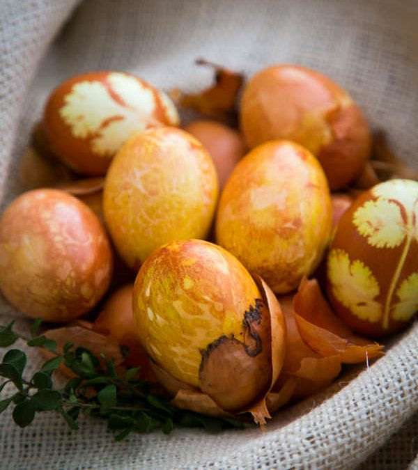 Ouă frumoase și vopsite natural, pentru Paște