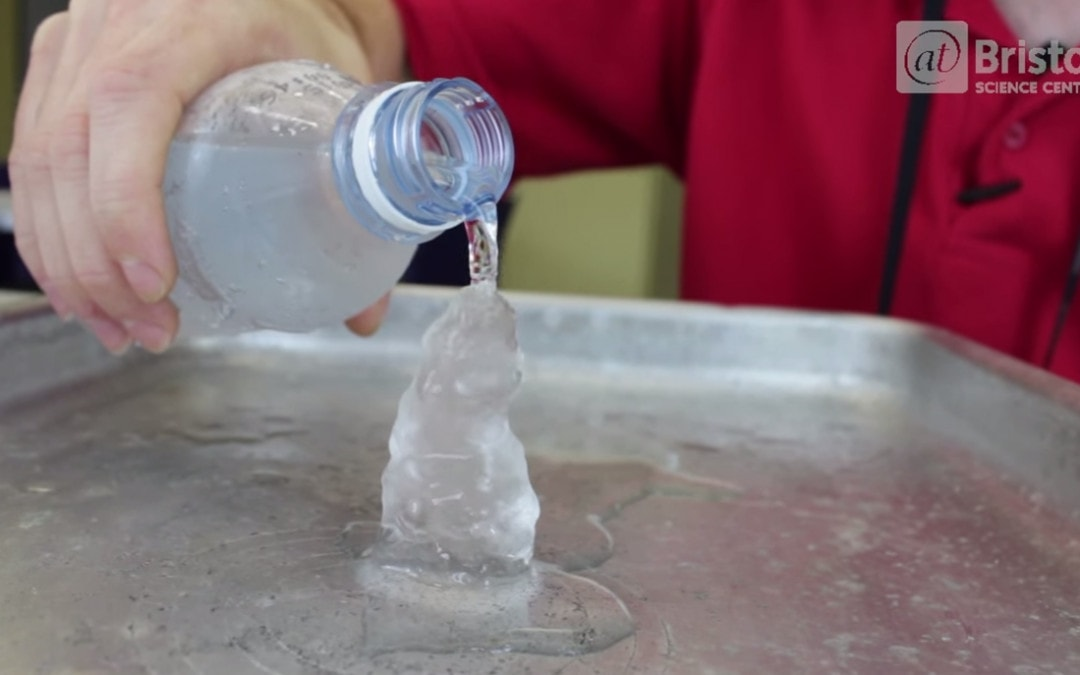 Experiment – cum transformați apa în gheață instant?