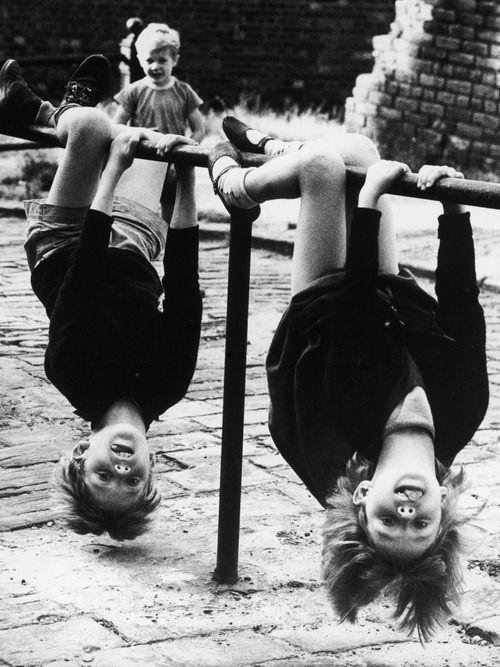 Comparăm copilăriile: de la joacă liberă la playdates