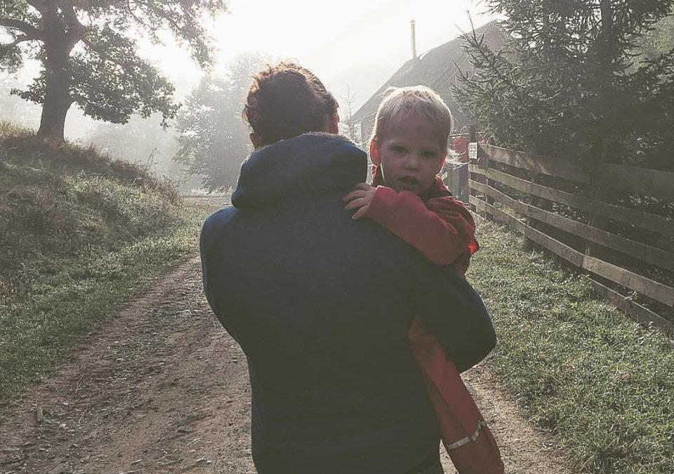 De ce mă simt nasol când plec de lângă copiii mei