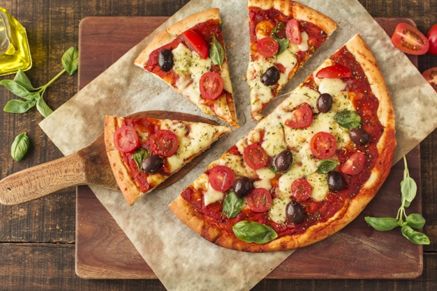 5 rețete de pizza vegetariană, sățioase și gustoase