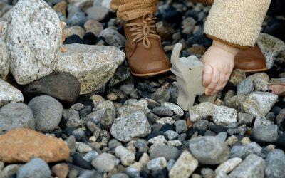 3 semne că încălțările copilului i-au rămas mici
